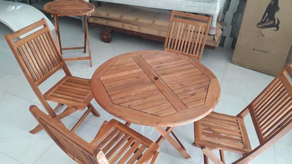 bộ bàn ghế để trên sân thượng